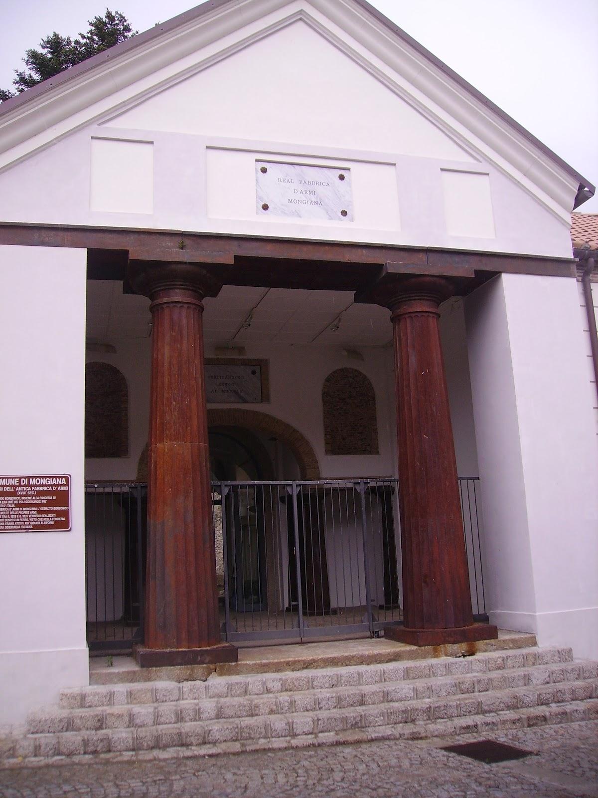 IMGP0171. L'ingresso della reale armeria di Mongiana